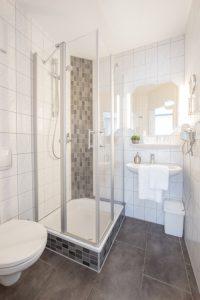 badezimmer-dusche-mosaik