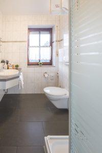 badezimmer-mit-fenster