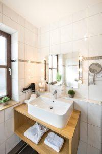 balkon-apartment-bad-waschtisch
