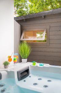 spaeth-spa-apartment-pool-cocktail
